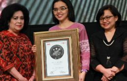 OBH COMBI Raih Indonesia Original Brand Appreciation 2017 dan Indonesia Best Brand Award 2017